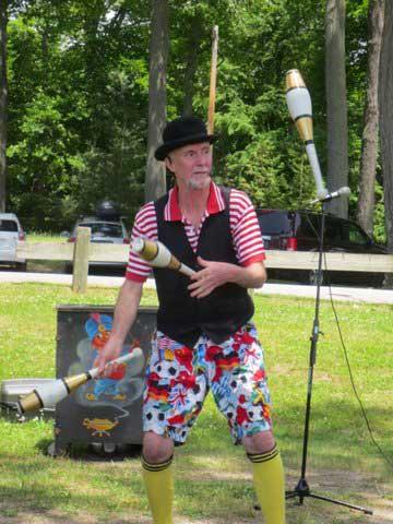 Canadian Johnny Toronto Masterful Juggling Skills, Corporate Picnic, Fun Events, Canada